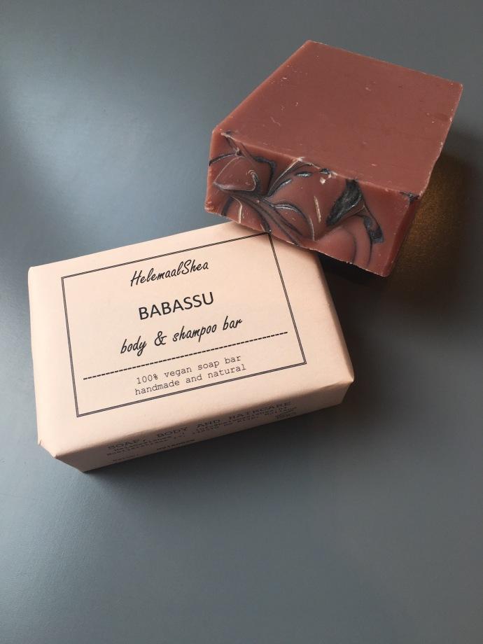 helemaal shea babassu body & shampoo bar